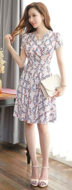 I love the print of this dress and the fit!!