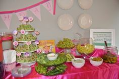 Green food at a Pinkalicious Party #pinkalicious #partyfood