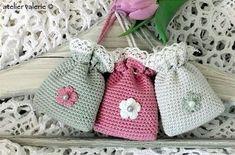Marvelous Crochet A Shell Stitch Purse Bag Ideas. Wonderful Crochet A Shell Stitch Purse Bag Ideas. Crochet Sachet, Crochet Motifs, Crochet Gifts, Crochet Patterns, Love Crochet, Beautiful Crochet, Diy Crochet, Crochet Handbags, Crochet Purses