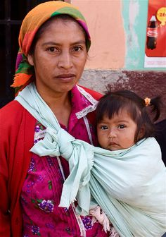 Family in Honduras (looks like a simple piece of cloth) We Are The World, People Of The World, Honduras, Turban, Mexican Babies, Mexico Culture, Afro, Mother Goddess, Mother And Child