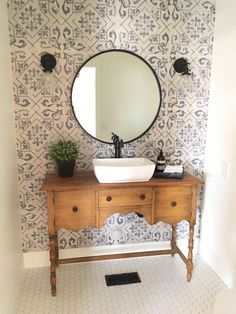 30 Wonderful Cottage Style Bathroom Ideas for a Charming and Relaxing Space - The Trending House Bathroom Styling, Bathroom Interior Design, Cottage Style Bathrooms, Laundry Room Bathroom, Bathroom Wallpaper, Home And Deco, Bath Decor, Beautiful Bathrooms, Sweet Home