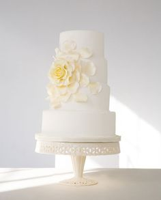 By making the single widely blossoming rose the focal point of this cake, this classic flower has become sophisticated and chic-- from Bobbette and Belle artisanal pastries