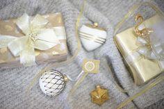 Kolekce Dotek elegance je inspirována jednoduchými motivy a střídmými barvami jako černá, bílá a zlatá. Celá kolekce je minimalistická, v dekorech používá pruhy, tečky nebo drobné motivy. Tato kolekce přináši dotek Skandinávie díky své jednoduchosti a eleganci. Basic Colors, Colours, Nordic Style, Touch, Pure Products, Elegant, Gold, Tatoo, Classy