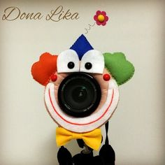 Dá um sorriso para mim? #acessorioparacamerafotografica #acessorioparacamera #cameracreature #foto #puppet #camerapet #camerabuddy #palhacinho #canon #nikon #parafotografos #feltrosantafe #feitoamao #eucriei