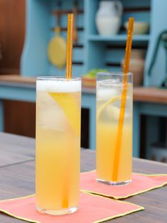 Pineapple Gin Punch recipe from Geoffrey Zakarian via Food Network (Season Party) Cocktail And Mocktail, Champagne Cocktail, Refreshing Cocktails, Yummy Drinks, Spring Cocktails, Signature Cocktail, Craft Cocktails, Fun Drinks, Easy Alcoholic Punch Recipes