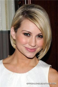 I kind of want to cut my hair now.... she looks beautiful!