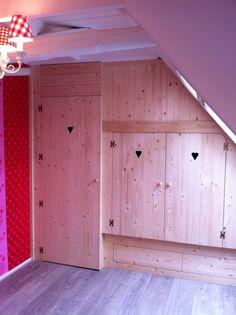 """Bedstee op maat van meubelwensen. nl Gezellig, ruimtebesparend, veel bergruimte in een """"verloren"""" hoek."""