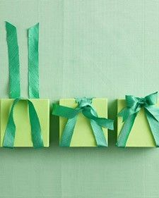 pretty gift wrap - new way to tie a bow