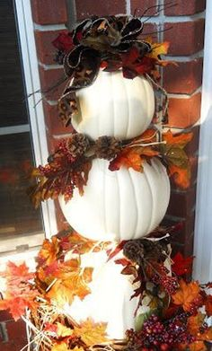 47 Stunning Diy Fall Pumpkin Topiary For Home Décor Ideas - Halloween 2015 - Deco Porte Halloween, Halloween Veranda, Halloween Porch, Fete Halloween, Halloween 2015, Autumn Decorating, Porch Decorating, Decorating With White Pumpkins, White Pumpkin Decor