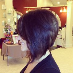 Cute Stacked Inverted Shoulder Length Bob Hairstyle - Enchanting Inverted Bob Haircuts for Mid Length Hair Photos – Medium Hairstyles & Cuts Short Inverted Bob Haircuts, Stacked Bob Hairstyles, Long Bob Hairstyles, Trendy Haircuts, Hairstyles 2018, Elegant Hairstyles, Hairdos, Short Hair Cuts, Short Hair Styles