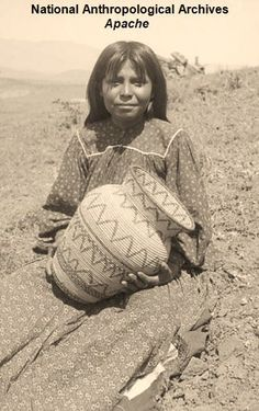 Apache girl seated and holding a basket - ca Native American Artwork, Native American Symbols, Native American Beauty, Native American Artifacts, American Indian Art, Native American History, Native American Indians, American Life, Indian Tribes