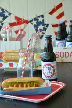 Fourth of July Banner and free template for Hot Dog or Nacho Trays for your 4th of July BBQ