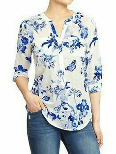 Love the beautiful blue and white floral pattern on this tab-collar, three-button blouse from Old Navy (it reminds me of many a classic china pattern). Look good around the clock in tall women's shirts from Old Navy. Shop tall women's blouses in various c Kurta Designs, Blouse Designs, Modest Fashion, Fashion Dresses, Floral Fashion, Outfit Trends, Outfit Ideas, Western Wear, Printed Blouse