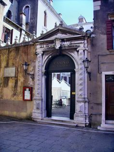 Palazzo Loredan Vendramin Calergi, Venice, Italy; built around 1481 by Mauro Codussi, it was enlarged in 1614 by Vincenzo Scamozzi. Side entrance.