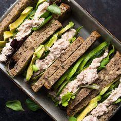 🍴Rychlý tuňákový sendvič recept – rychle, zdravě a jednoduše 🍴 Jimezdrave.cz Sandwiches, Fitness, Instagram, Clean Foods, Food Dinners, Health, Paninis