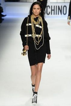 Moschino Fall 2015 Ready-to-Wear Fashion Show: Complete Collection - Style.com
