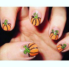 pumpkin nails for Halloween Love Nails, How To Do Nails, Pretty Nails, Fun Nails, Nail Art Designs, Do It Yourself Nails, Nail Art Halloween, Halloween Makeup, Pumpkin Nail Art