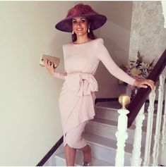 Invitadas muy top, ideal @mpobpo con nuestro vestido Celsa en rosa #colournude #invitadascolournude Derby Outfits, Outfits With Hats, Evening Outfits, Evening Dresses, Short Dresses, Prom Dresses, Summer Dresses, Melbourne Cup Fashion, Mother Of Bride Outfits