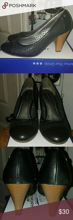 Life Stride Velocity shoes with memory foam Bindi, Black Nala 9 shoes. Cute shoes worn many times. Some sign of wear on back, shown on 3rd pic. Very unnoticeable. Life Stride Shoes Heels
