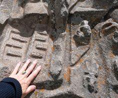 Otra de las cosas más extrañas de Perú: el misterioso sitio de Sayhuite, que deja perplejos a los arqueólogos sobre su origen y propósito. Another of Peru's greatest anomalies: The mysterious site of Sayhuite, is one of Peru's greatest anomalies, baffling archeologists as to its origins and purpose.