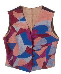 """Il panciotto è un capo del quale i futuristi hanno trasformato da indumento neutro a provocatorio. Il capo è realizzato con la tecnica dell' """"assemblage"""" di stoffe colorate."""