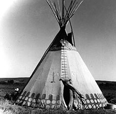 Plains Cree Tipi ~ First Nations Fur Trade ~Repinned Via Patty Butler http://firstpeoplesofcanada.com/images/firstnations/fp_furtrade/canvastipi.jpg