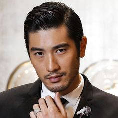 Asian Beard Styles You Can Try 2020 asian Facial Hair – How to Grow and Maintain Beard for asians Cool Haircuts, Haircuts For Men, Men's Haircuts, Popular Hairstyles, Cool Hairstyles, Asian Hairstyles, Japanese Hairstyles, Hairstyles 2018, Asian Facial Hair