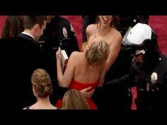 Jennifer Lawrence... ci ricasca! Anche quest'anno cade agli Oscar!  http://tuttacronaca.wordpress.com/2014/03/03/jennifer-lawrence-ci-ricasca-anche-questanno-cade-agli-oscar/