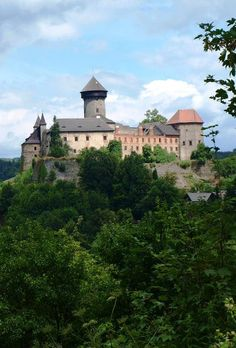 Czechia the heart of Europe Beautiful Castles, Beautiful Buildings, Prague, Heart Of Europe, Castle Ruins, Historical Monuments, Europe Photos, Kirchen, Best Cities