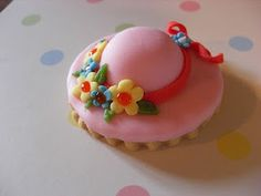 Easter bonnet biscuits - too pretty to eat.