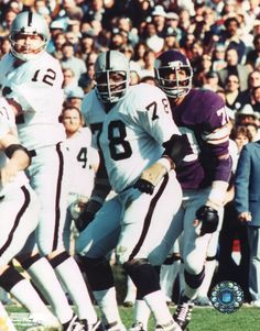 Art Shell Oakland Raiders 1968-81 and Los Angeles Raiders 1982. HOF Class '89.