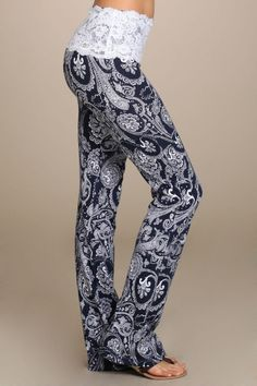 Pretty in Paisley & Lace Bottoms So Pretty! These paisley print yoga pants have a lace trimmed band are as cute and comfy as they come. Mode Yoga, Look Fashion, Womens Fashion, Sport Fitness, Athletic Outfits, Swagg, Lounge Wear, Lounge Pants, Yoga Poses
