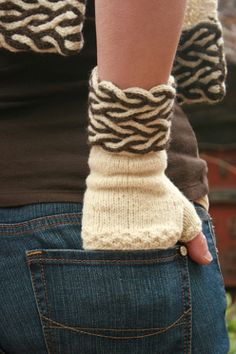 Yarn Thing Designs: a division of Yarnsports LLC.--Marlaina Bird--Dual Cable Fingerless Gloves