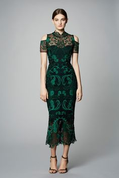 Marchesa Notte Pre-Fall 2017 Collection Photos - Vogue The complete Marchesa Notte Pre-Fall 2017 fashion show now on Vogue Runway. Fashion 2017, Couture Fashion, Runway Fashion, Fashion Show, Fashion Dresses, Trendy Fashion, Fashion Night, Fashion Trends, Pretty Dresses