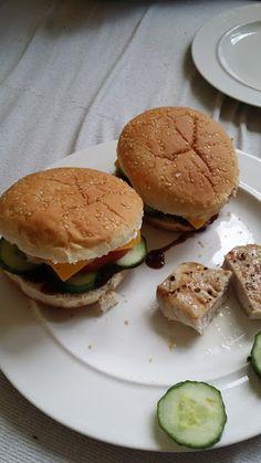 Burger dle našeho receptu s vepřovou kotletou uvnitř