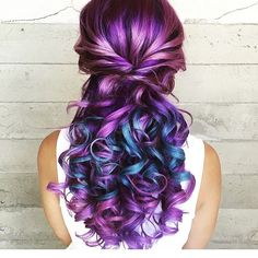 Purple and blue hair hair styles are all the rage, and we wish to experiment with the hair color. Purple Hair, Ombre Hair, Purple Ombre, Diy Hair Dye, Gorgeous Hair, Beautiful, Coloured Hair, Cool Hair Color, Hair Colors
