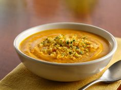 Creamy Spiced Carrot Soup - Cinnamon and spice make this velvety soup oh so nice! The carrot soup is blended with Progresso® chicken broth and a little cream before topping with an herbed gremolata made with Progresso® panko bread crumbs. Best Soup Recipes, Ww Recipes, Cooking Recipes, Cooking Chili, Chowder Recipes, Simple Recipes, Lunch Recipes, Recipies, Favorite Recipes