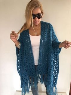 Trendy Ideas For Crochet Poncho Cowl Knitted Poncho, Crochet Cardigan, Crochet Scarves, Crochet Clothes, Crochet Cape, Knit Crochet, Crochet Pattern, Crochet Shawls And Wraps, Knitting