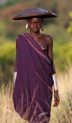 Africa | Suri girl, near the Bashagi Goldminds, Omo Valley, Ethiopia | ©Dietmar Temps