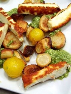 Ottolenghi - Roasted parsley root with pesto Yotam Ottolenghi, Ottolenghi Recipes, Otto Lenghi, World Street Food, Salty Foods, Lebanese Recipes, Food Concept, Exotic Food, Soul Food