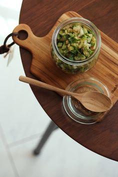 セロリで簡単作り置き。納豆に混ぜたり冷奴にのせたり、そうめんやラーメンのトッピングにしたり、お肉と一緒に食べてもO。K。!少し辛味を効かせるのがオススメです。