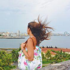 Con esta preciosa vista de nuestro último día en La Habana nos despedimos de Cuba hasta la próxima y volvemos a la realidad  Pero avisamos que como la conexión allí era muy escasa y no nos ha dado ni para poner una foto al día en este mes iremos compartiendo bastantes fotitos con descripciones curiosidades e impresiones de todo lo que vivimos en ese maravilloso país lleno de gente estupenda  Feliz Septiembre y a los que se incorporen como nosotros al trabajo que les sea leve!  With this nice…