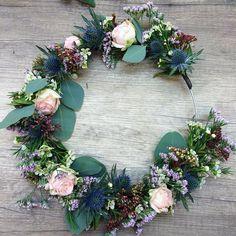 DIY couronne fleurs printemps Floral Bouquets, Wedding Bouquets, Wedding Flowers, Floral Wreath, Deco Floral, Floral Design, Art Floral, Fleurs Diy, Flower Crown Hairstyle