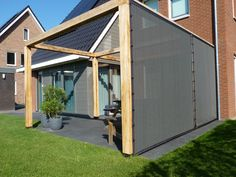 HDPE verandascreens, PVC of toch glas voor uw overkapping? Garden Seating, Ramen, Canopy, Shed, Seating Areas, Outdoor Structures, House, Corning Glass, Garden Seats