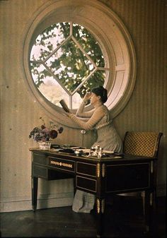 Reading by the round window ca. 1911