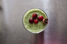 CRANBERRY APPLE SMOOTHIE Cranberries, apple, spinach, almond milk, nutmeg and clove powder.