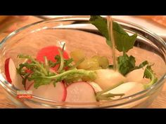 Radieschengebeizter Seesaibling, Gurke & Kaviar (Andreas Döllerer) - YouTube Andreas, Youtube, Eat Healthy, Food And Drinks, Caviar, Cooking, Recipies, Youtubers, Youtube Movies