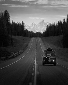 Image may contain: sky, tree, outdoor and nature. Beautiful Roads, Beautiful Places, Wonderful Places, Grand Teton National Park, National Parks, Travel Outfit Spring, Jolie Photo, Van Life, Travel Usa