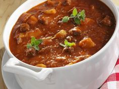 Easy Goulash Soup Recipe | EAT SMARTER