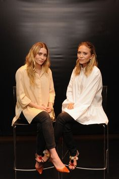 mary-kate mary kate ashley olsen elizabeth and james elizabeth & james nirvana scent perfume launch style icons street style inspo white skirts mka olsen olsen twins Mary Kate Ashley, Ashley Olsen Style, Olsen Twins Style, Manolo Blahnik, Elizabeth And James Nirvana, Olsen Fashion, Olsen Sister, Vogue, Business Outfit